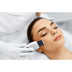 Pulizia del viso profonda con ultrasuoni